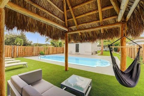Hollywood Sunshine Resort Pool House