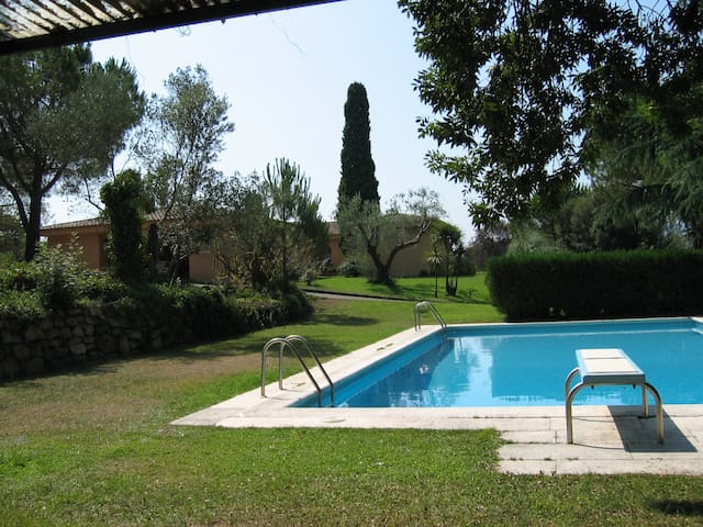VILLA WITH BIG SWIMMING POOL AND GARDEN, WITH A LOT OF PIVACITY