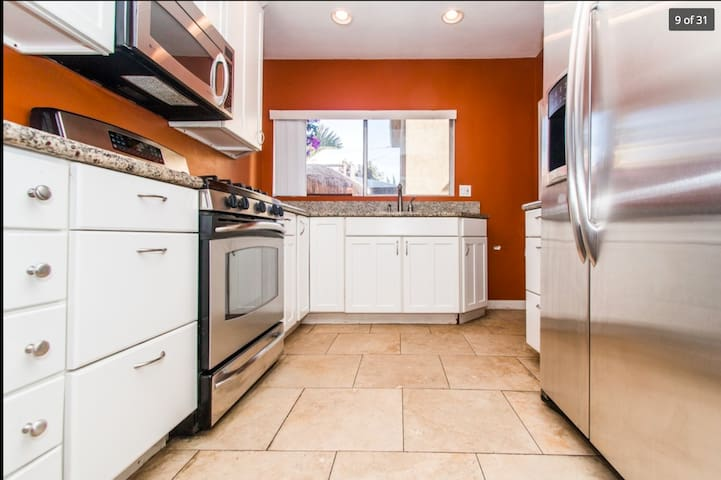 The Meow Room: 1bd/1ba Modern Urban Jungle - Long Beach - House
