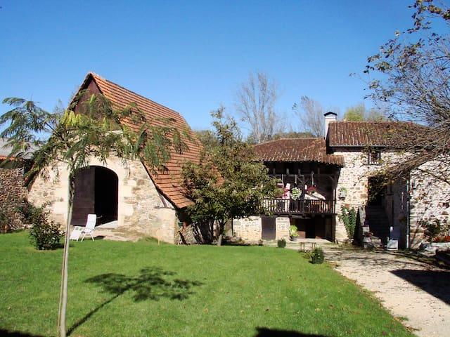 La Ferme Laroque - Saint-Constant - Talo