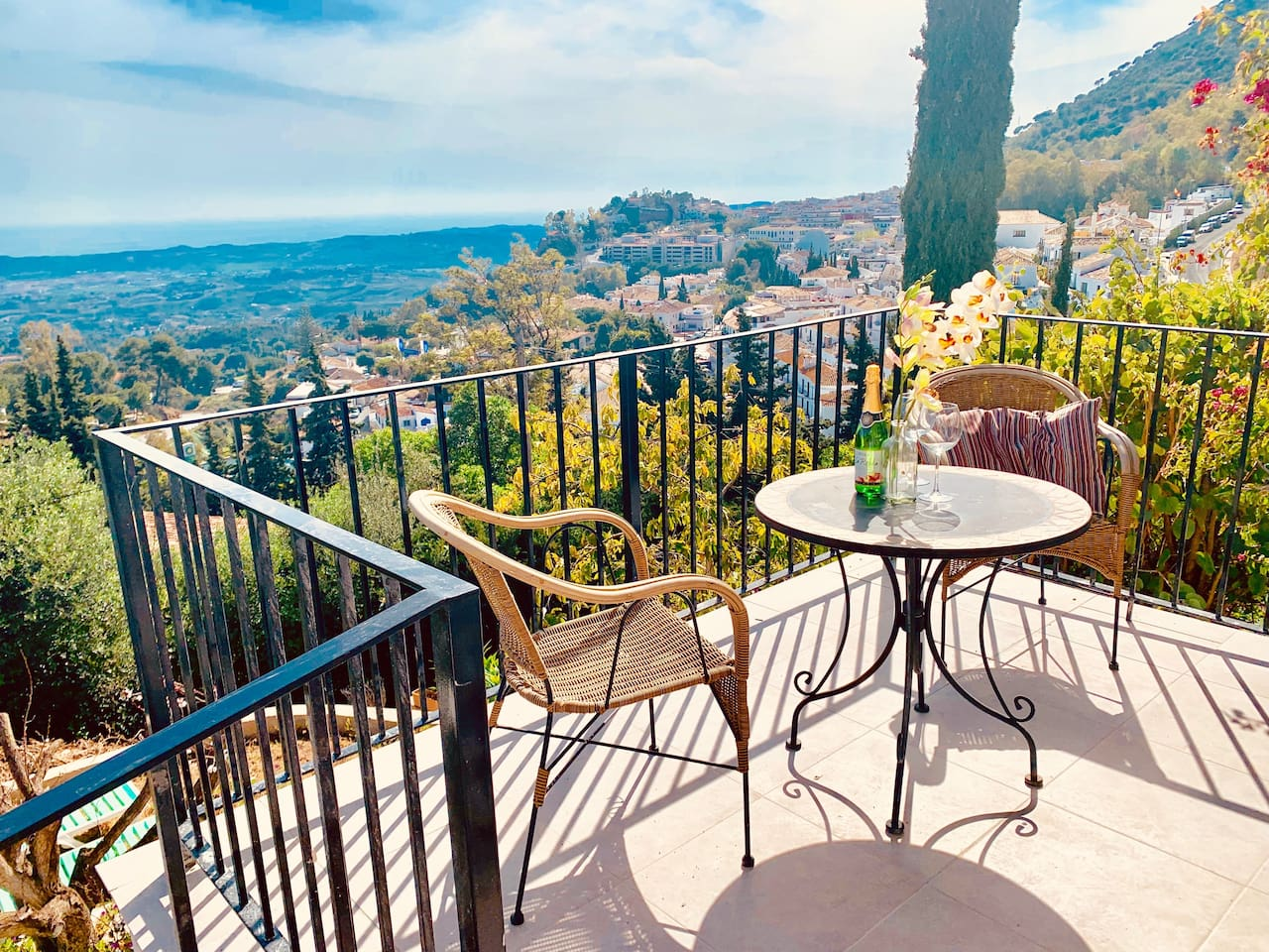 You are five minutes walk to Mijas Pueblo. There is a shortcut from the garden ans stairs between private villas to 50 plus retautants ans hopping.