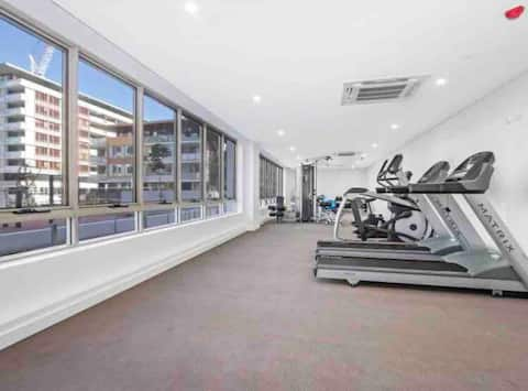 Get Comfy in Parramatta/Massage Chair/Gym/Netflix