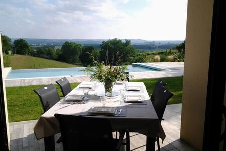 Belle maison face aux Pyrénées