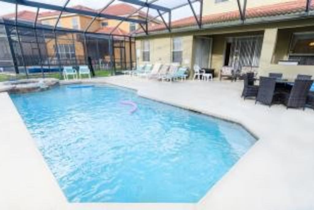South Facing Pool with jacuzzi