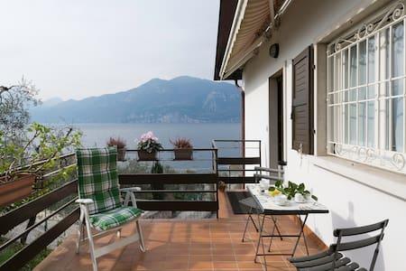 Vista sul lago, terrazzo e ulivi! - Brenzone sul Garda