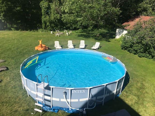 Outdoor hot tub Facing Hunter MT New Modern Home