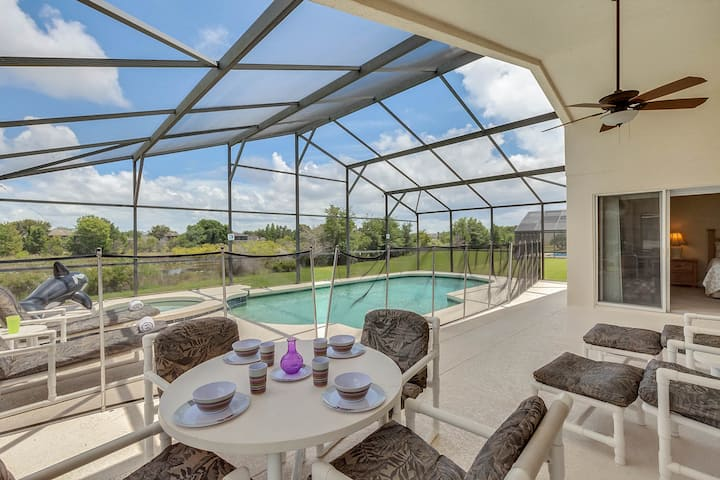 SWH812BD - 4 beds pool and spa home - Gated