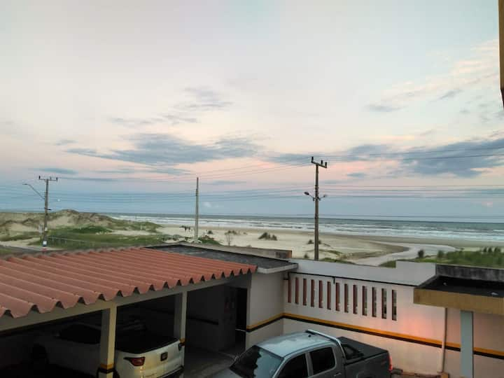 Conforto, tranquilidade e segurança à Beira Mar.