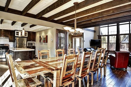 20 min from downtown Quebec, GREAT house - 12 pers
