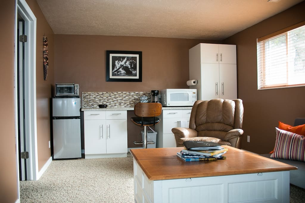 Private livingroom with kitchenette