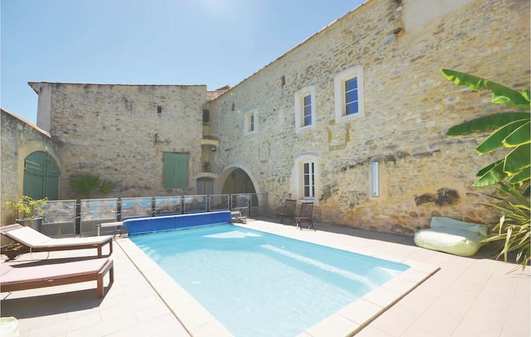 Terraced house with 4 bedrooms on 210m² in Sauzet