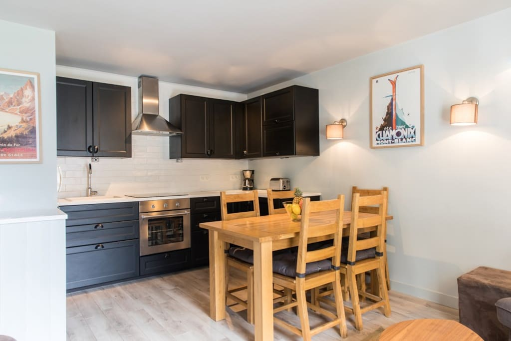 The kitchen and dining table seating 5