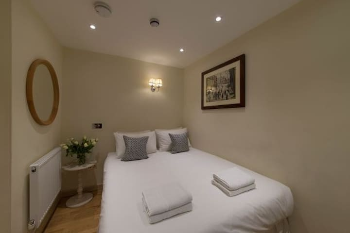 Kensington / Earls Court Hotel, Garden Square