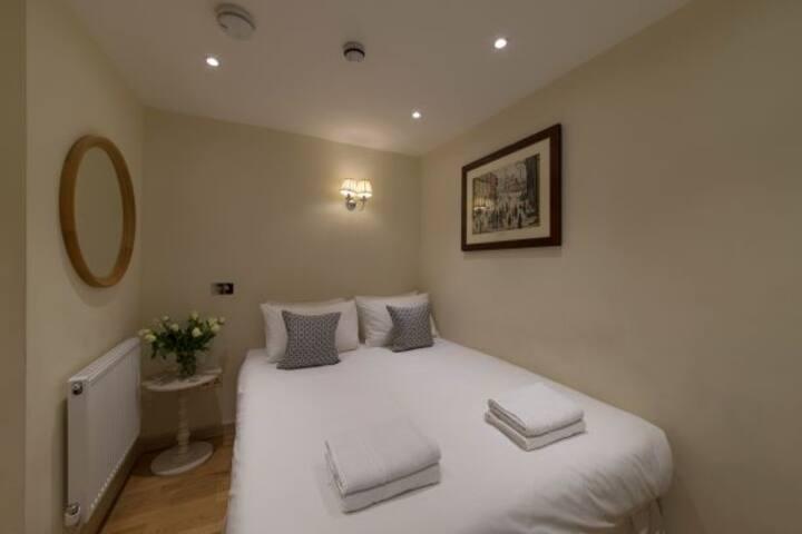 Kensington / Earls Court Hotel, Garden Square