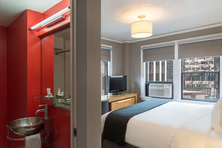 Hotel Max, Modern King