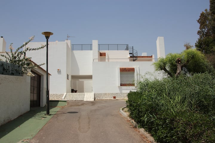 Family house in residencial zone next to beach