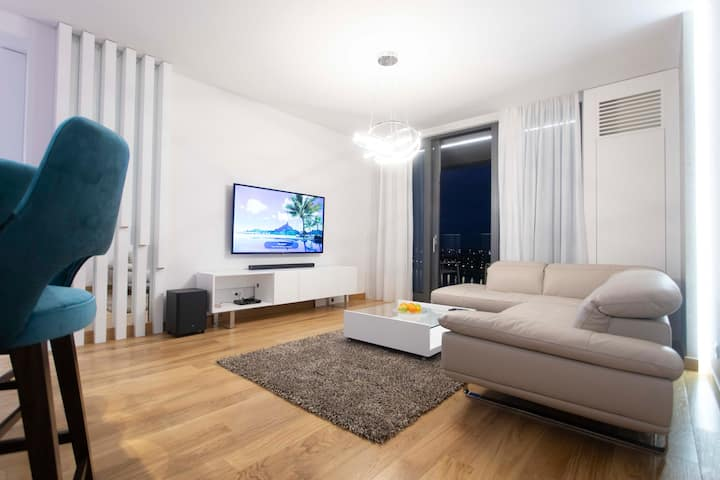 Designer 2-bedroom flat with pool on Sava River