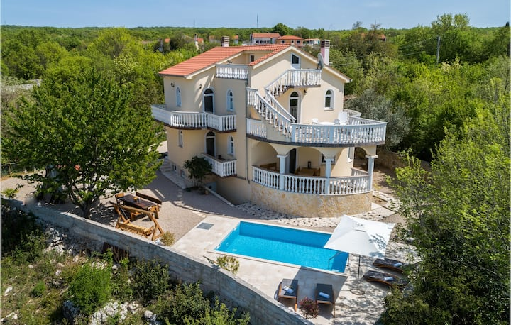 Beautiful home in Barusici with WiFi and 3 Bedrooms