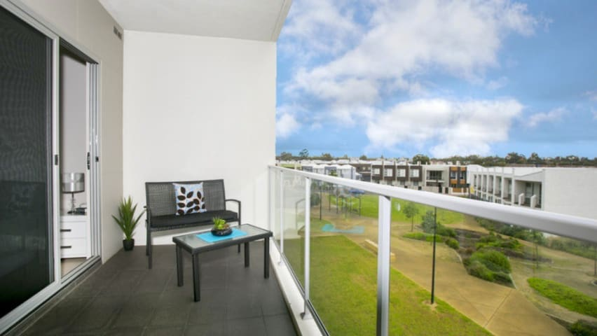 Entire apartment, quiet location, 4km to CBD