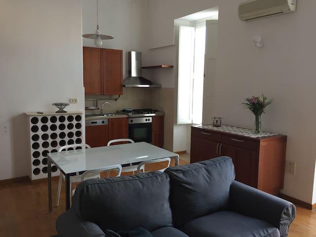 Appartamento con camera da letto in pieno centro - Foggia - Appartement