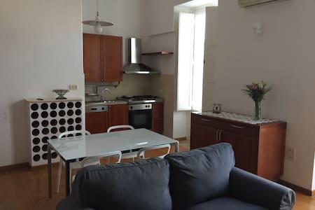 Appartamento con camera da letto in pieno centro - Foggia - Pis