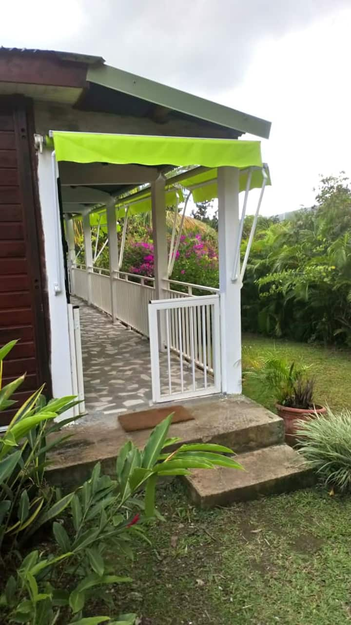 House with 3 bedrooms in Sainte-Rose, with wonderful mountain view, furnished garden and WiFi - 2 km from the beach