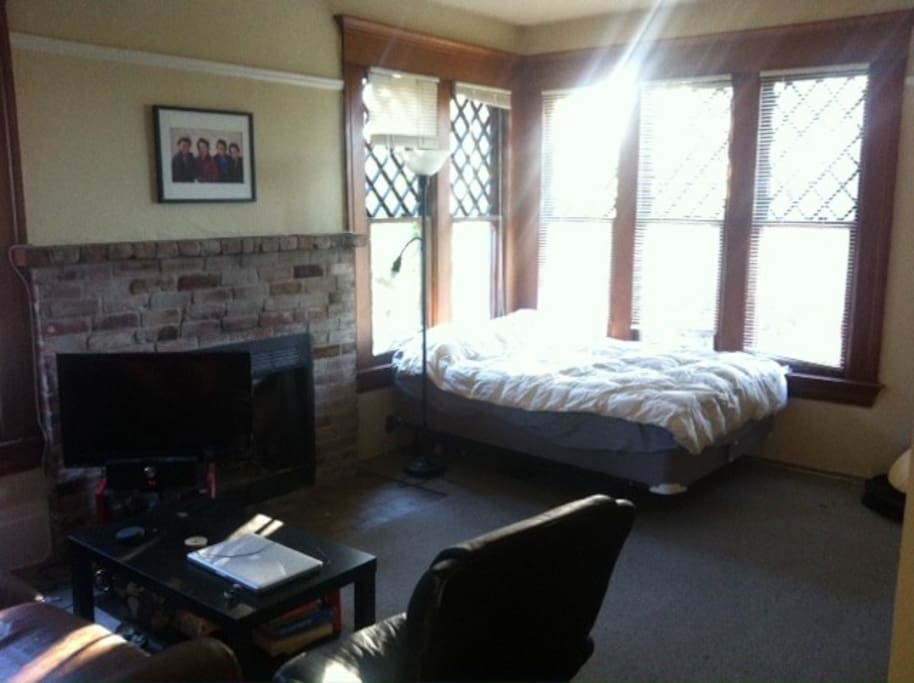 Spacious Sunny One Room Apartment Apartments For Rent In Berkeley California United States