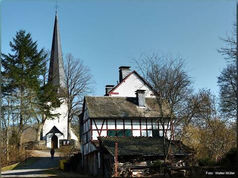 Alte Schule Kirmutscheid - Alleinlage am Waldrand