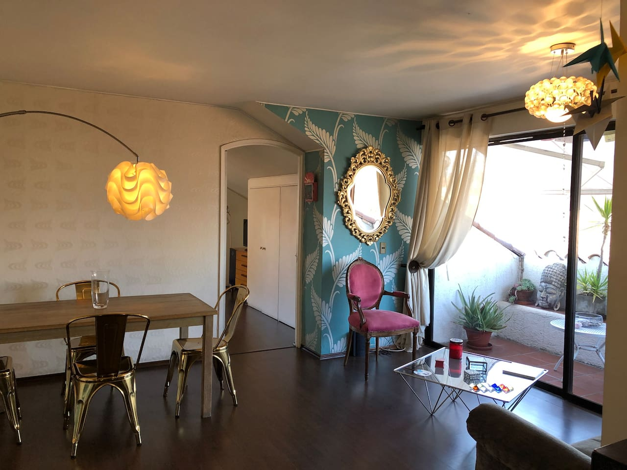 A beautiful 2 bedroom apartment in a quite and one of the safest areas in Santiago. Next to Parque Arauco , Clinica Alemana and best restaurants and locomotion is all nearby.