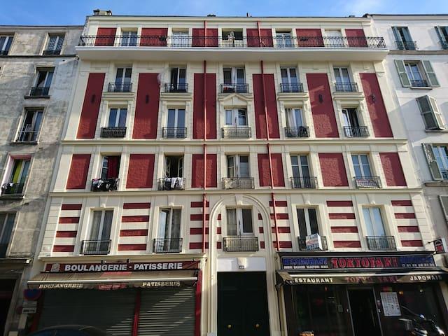 Stade de France et proche du centre de Paris.