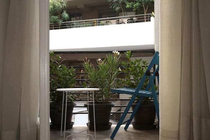 Cozy apartment next to Acropolis museum.