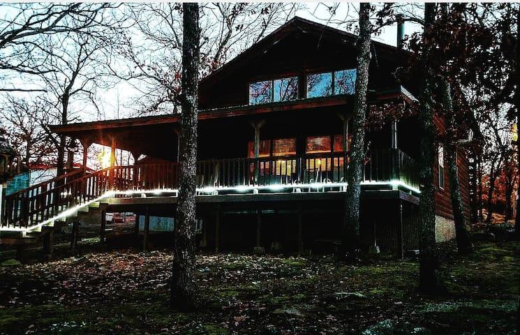 Rock Creek Cabin - Lakeside retreat