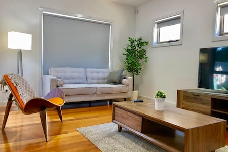 Modern & Cosy 3 bedrooms Townhouse in Eastern Subu