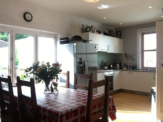 Lovely 3 bed house 25 mins to city centre
