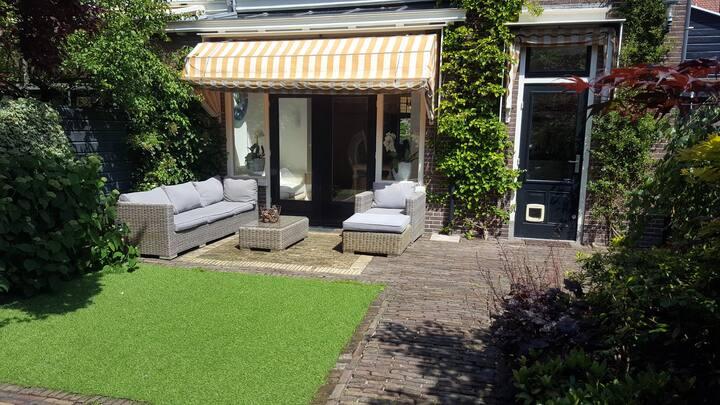 Family villa (5-7p)  walking distance Haarlem city
