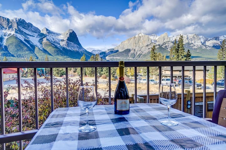 Canmore Luxury-2Bed 2.5Bath-Amazing Mountain Views