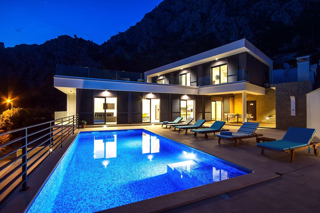 Modern and luxury Villa Kanunel with 4 en suite bedrooms with amazing sea views