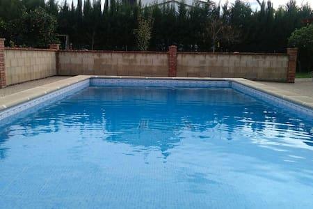 Bungalo con piscina muy relajante - El Santiscal - Hus