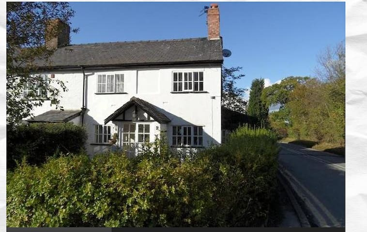 Charming 17century cottage airport - Hale  - Casa
