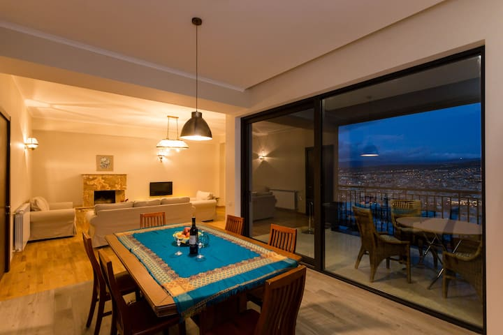 Luxury Apartment in the City Center, Mtatsminda