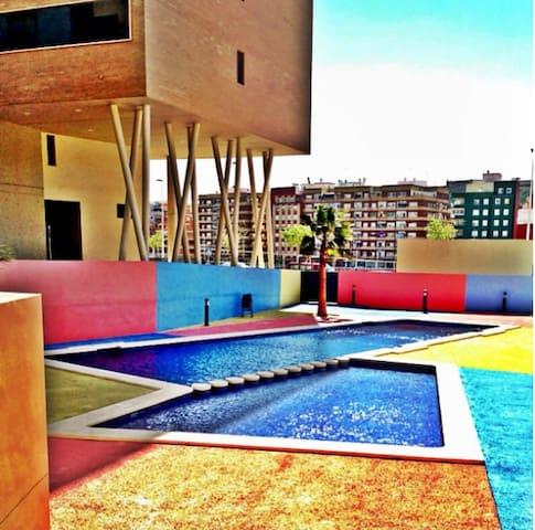 The swimming pool - La piscina