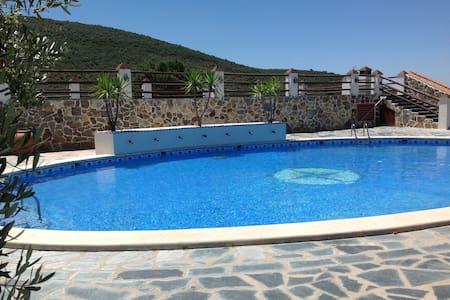 Alójate en Sierra Norte Sevilla, Finca La Herencia - Guadalcanal - Hotel butikowy