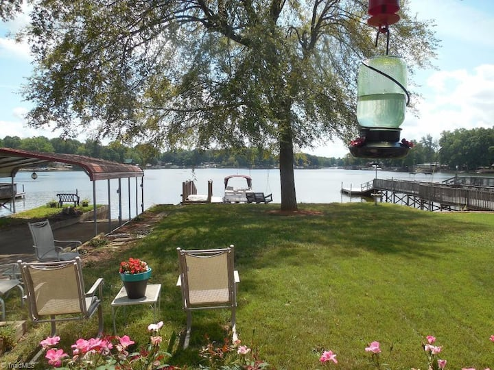High Rock Lake Cozy Lakefront Cottage 3 bed/2 bath