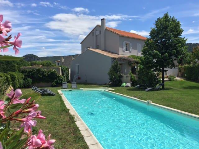 Maison de Famille village Provençal - Sablet - 一軒家
