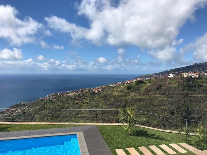 Vista Vale Estúdio com piscina e vista panorâmica