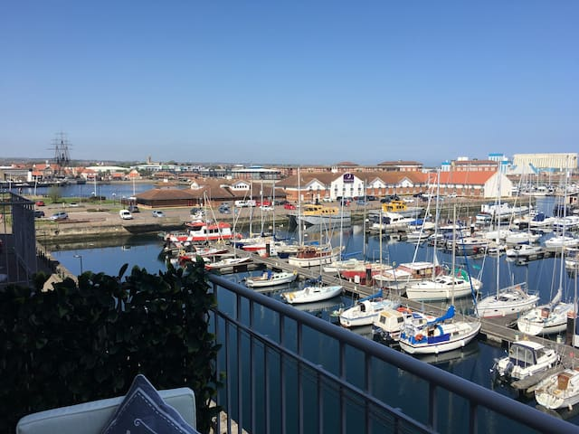 3 Bedroom Waterfront Apartment (15) - Marina