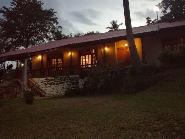 Calm, quiet, safe and spacious place. - Kurunegala - Hus