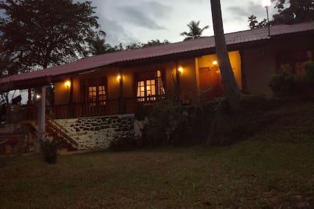 Calm, quiet, safe and spacious place. - Kurunegala - Haus