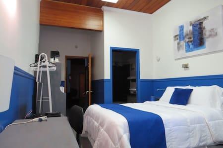 Motel Magistral St-Raphaël 1 lit queen