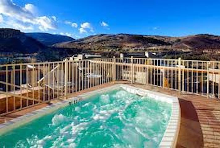 SKI VAIL/BC, LUXURY WITH HOT TUB